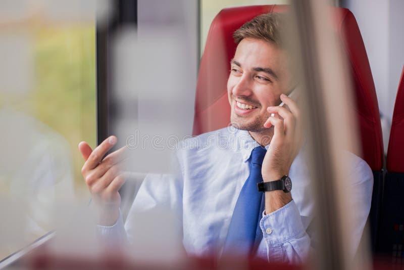 Fazendo o negócio pelo telefonema imagem de stock royalty free