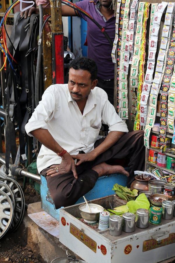 Fazendo Paan em Kolkata imagem de stock