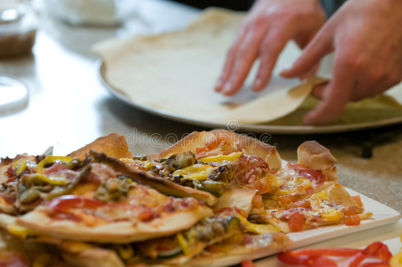 Fazendo a pizza fotografia de stock