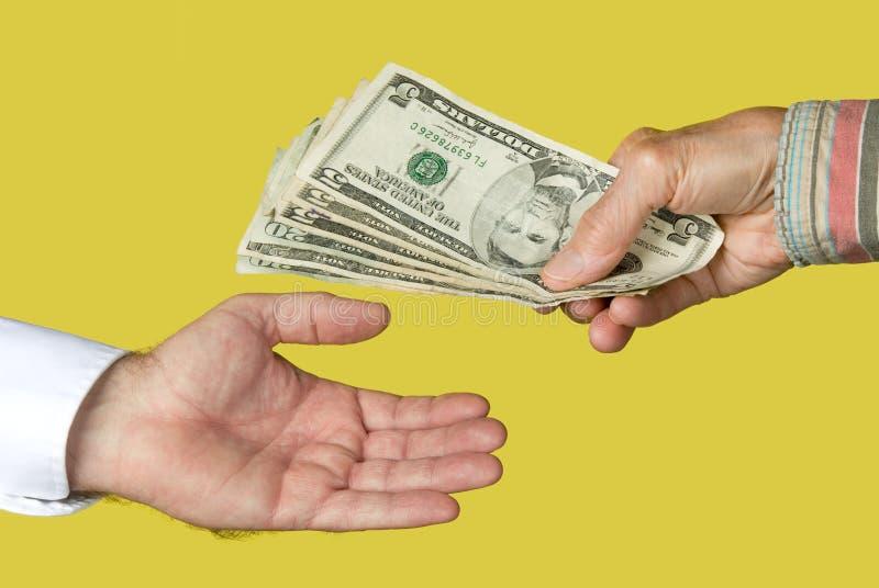 Fazendo um pagamento em dinheiro fotografia de stock