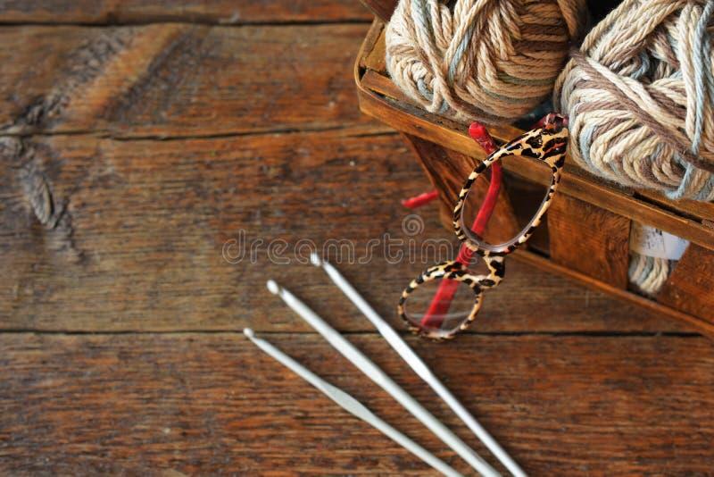 Fazer crochê ofícios fecham-se acima fotografia de stock royalty free