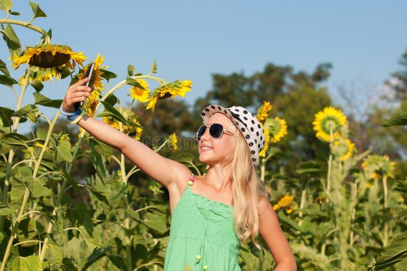 Fazer da menina selfy imagens de stock royalty free