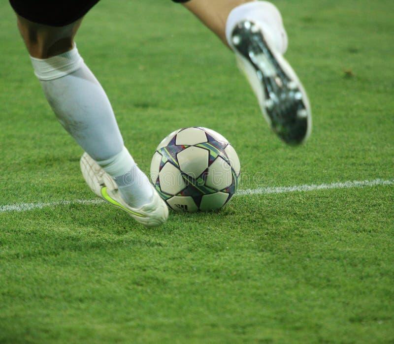FC Metalist contra emparejamiento de fútbol de FC Illichivets imagen de archivo