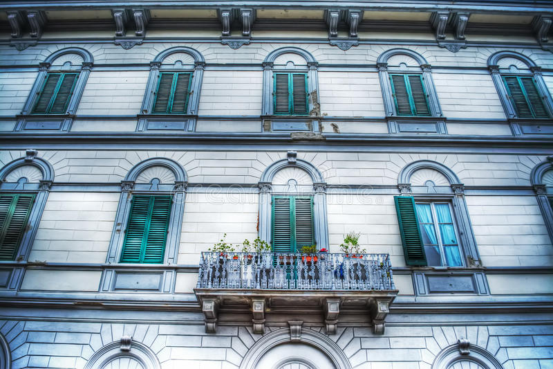 Fcaade ενός κομψού κτηρίου στη Φλωρεντία στοκ φωτογραφίες