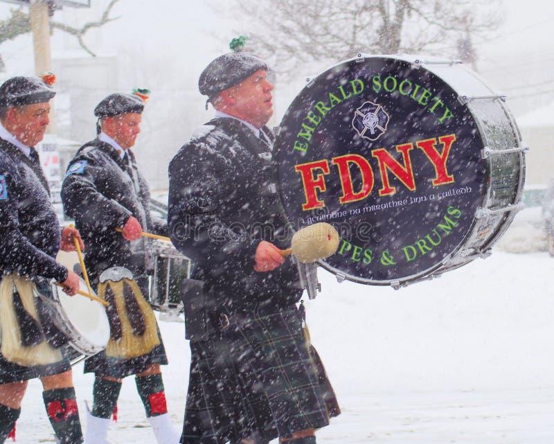 FDNY Emerald Society i snön royaltyfri fotografi