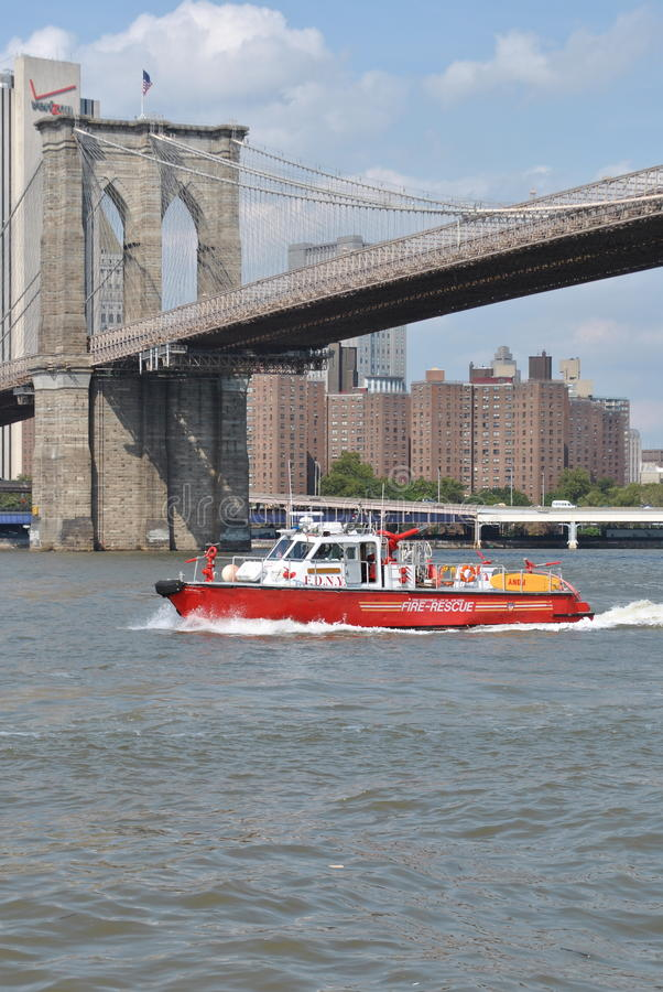 Free FDNY Fire Rescue Boat Royalty Free Stock Photography - 21382477
