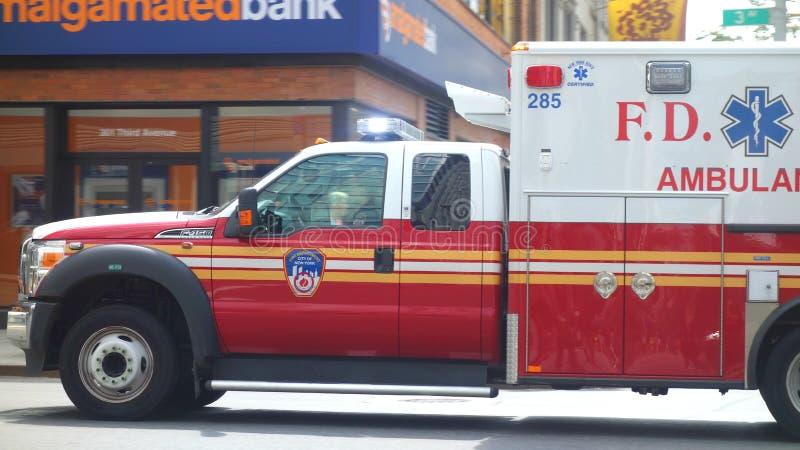 FDNY-Krankenwagen lizenzfreie stockbilder