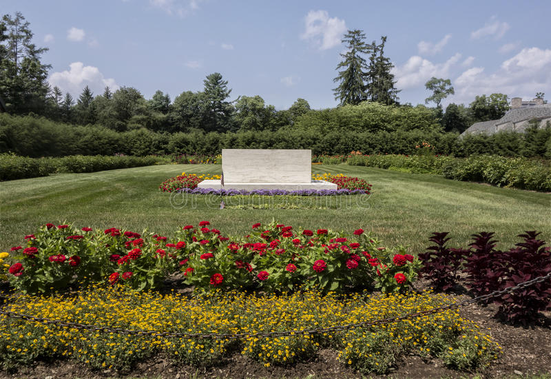 FDR Gravesite. The gravesite of Franklin and Eleanor Roosevelt in Hyde Park, New York. (US National Park royalty free stock images