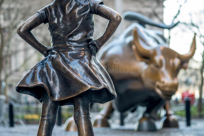 The Fearless Girl statue facing Charging Bull in Lower Manhattan, New York City stock photography