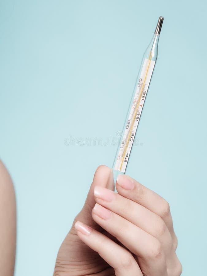 Febre do frio da gripe Termômetro de Mercury saúde imagem de stock royalty free