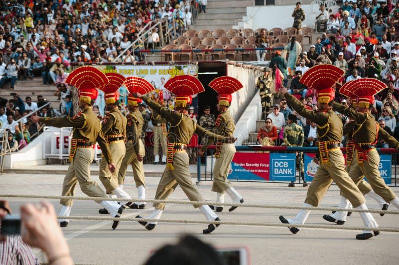 26. Februar 2018 Amritsar, Indien Grenzshow Indiens Pakistan Wagah lizenzfreies stockbild