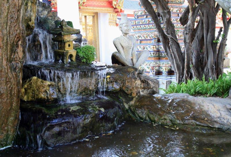 7. Februar 2019 Bangkok, Thailand, Wat Pho-Tempelkomplex Buddhistische Statuen und Skulpturen lizenzfreie stockfotografie