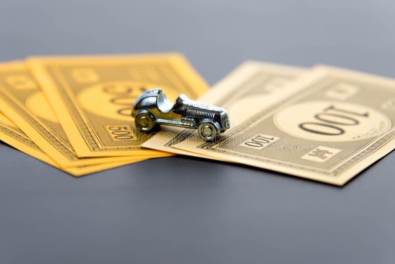 8. Februar 2015: Houston, TX, USA Monopolauto und -geld lizenzfreies stockbild