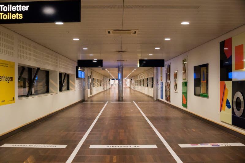 Februari 18, 2019 Kastrup flygplats i Danmark, Köpenhamn Tematransport och arkitektur Tomt deserterat tomt för aftonnatt royaltyfria foton