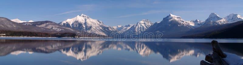 februari lakemcdonald panorama arkivfoto