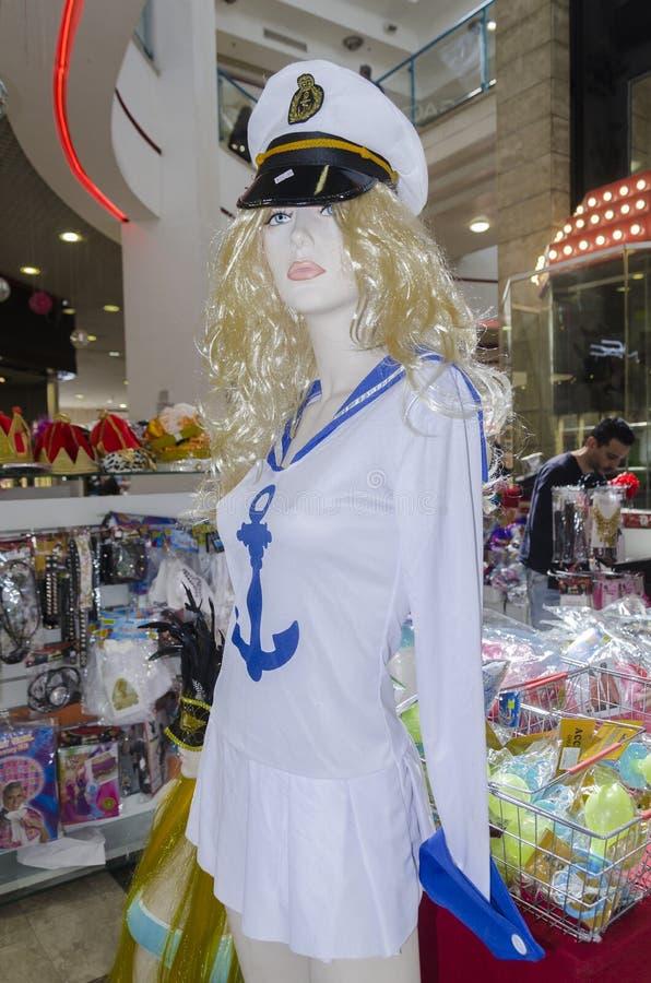 FEBRUARI 28 - semestrar blonda kläder för skyltdockaflickan för sjömän den Purim karnevalet på Fabruary 20, 2015 i öl-SHEVa, Nege royaltyfria foton