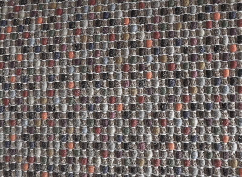 Fechado acima da textura quadrada do teste padrão colorido do Weave fotografia de stock