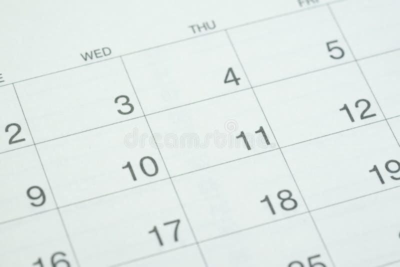 Fechado acima do calendário branco limpo do desktop do número do dia como o negócio imagem de stock