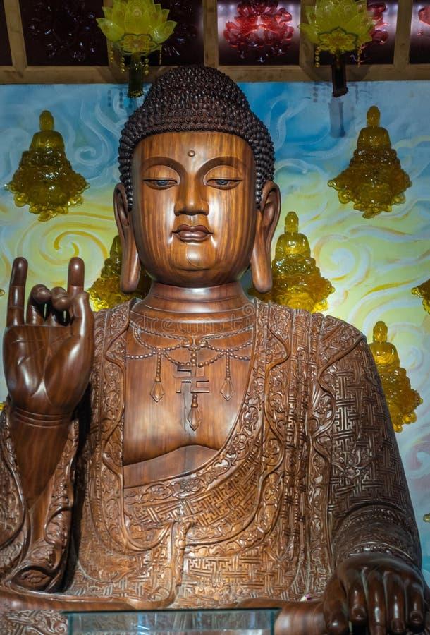 Fechamento da estátua central de Buda em Chua An Long Pagoda, Da Nang Vietnam fotografia de stock royalty free