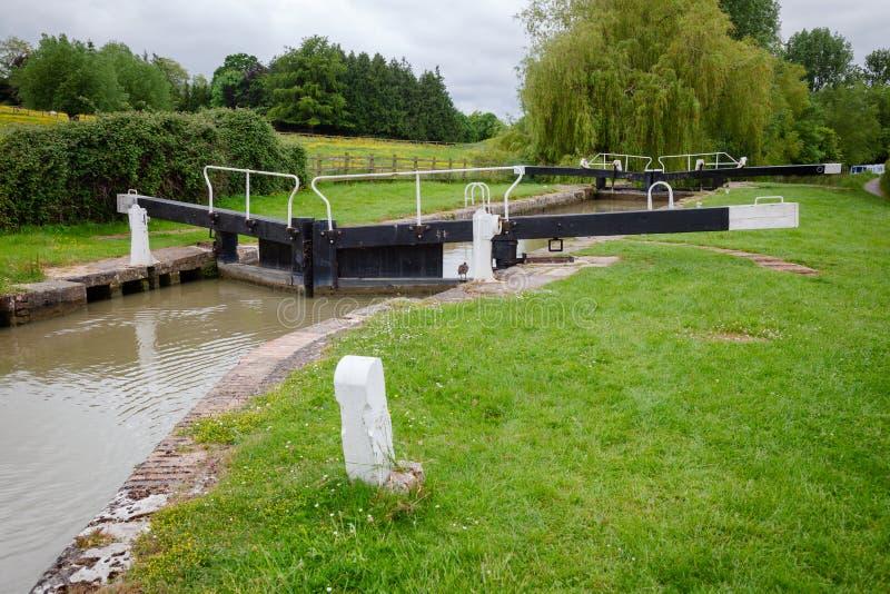Fechamento da parte superior de Seend no canal Inglaterra ocidental sul Reino Unido de Kennet e de Avon imagem de stock
