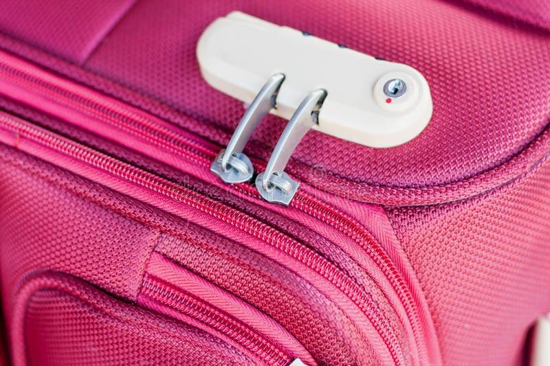 Fechamento de combinação no saco do curso da mala de viagem imagens de stock