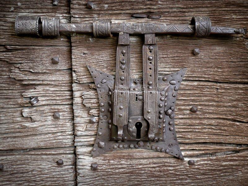 Fechamento de porta antigo imagem de stock