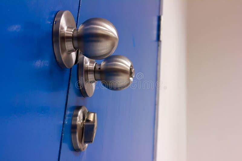 Fechamento do aço do botão da porta imagens de stock