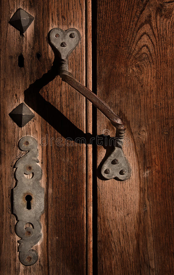 Fechamento e maçaneta de porta antigos. fotos de stock royalty free