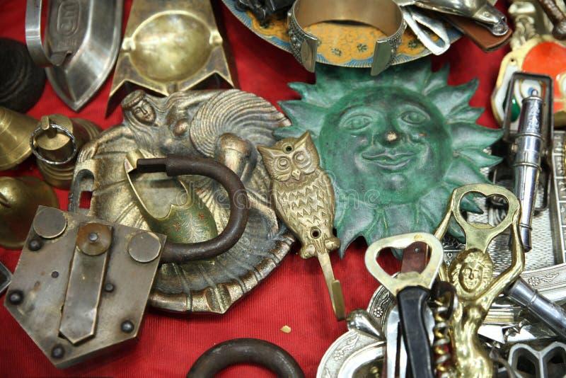 Fechamento, gancho, abridores do metal na feira da ladra moscow 07 02 201 imagens de stock