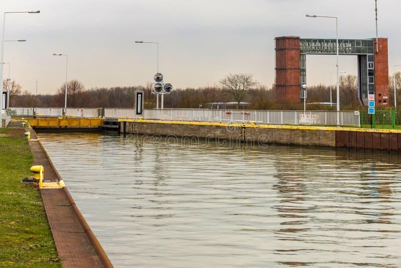 Fechamento moderno Waltrop Alemanha do navio imagens de stock