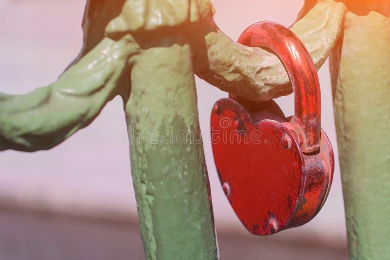Fechamento vermelho do amor que esteve lá por muito tempo foto de stock