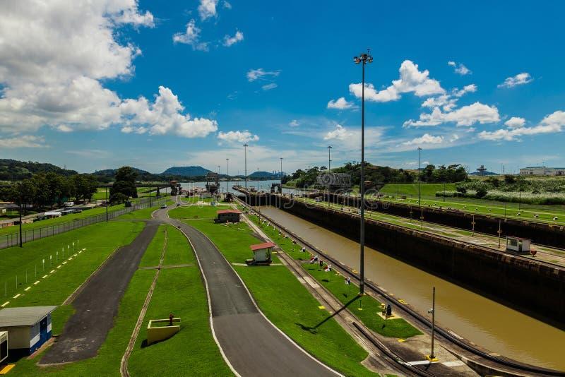 Fechamentos de Miralflores no canal do Panamá imagens de stock