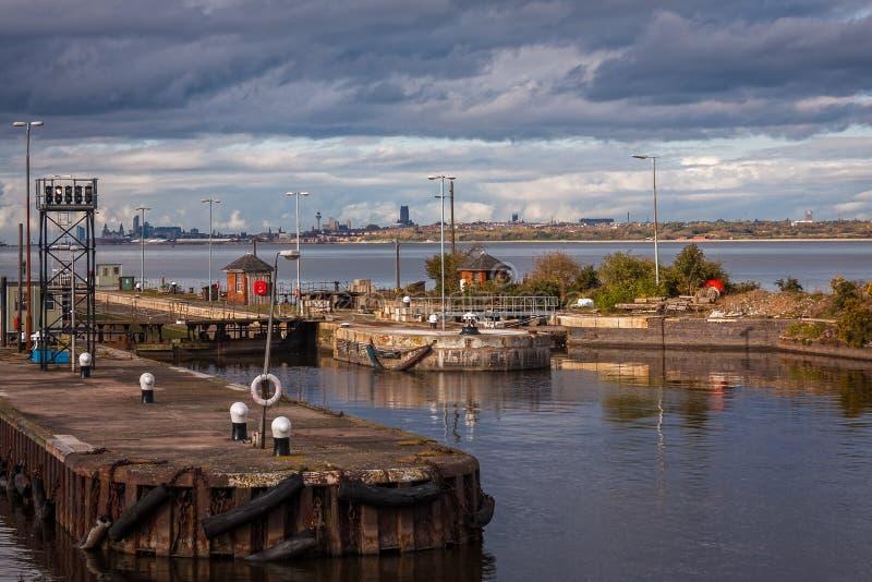 Fechamentos no canal de navio de Manchester, Inglaterra foto de stock royalty free