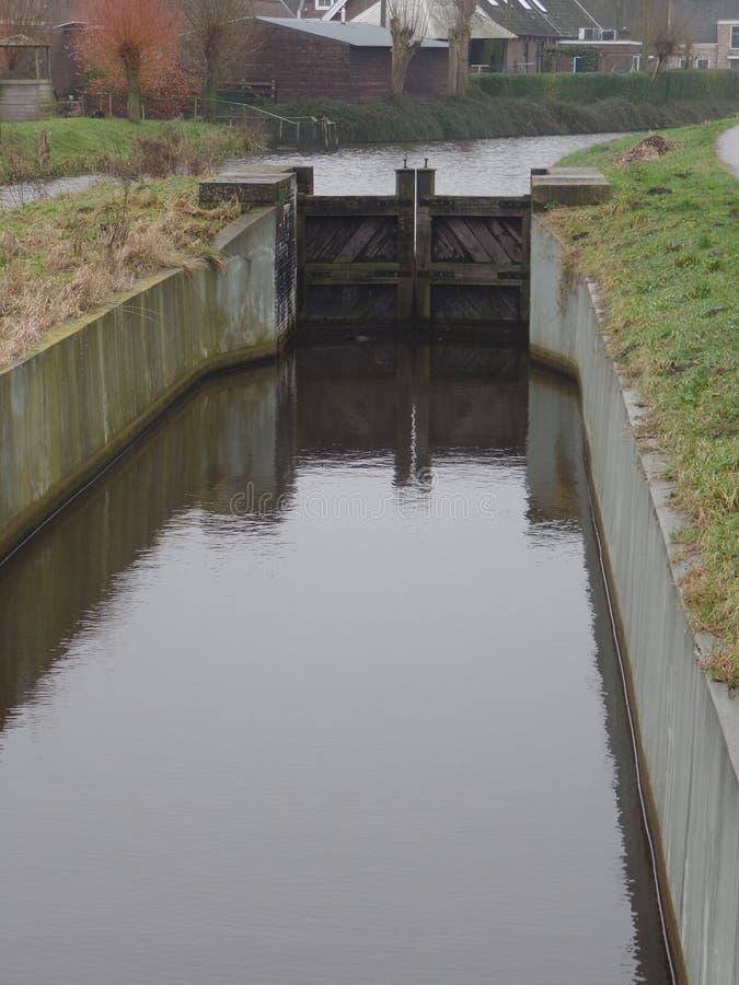 Fechamentos no canal holandês foto de stock