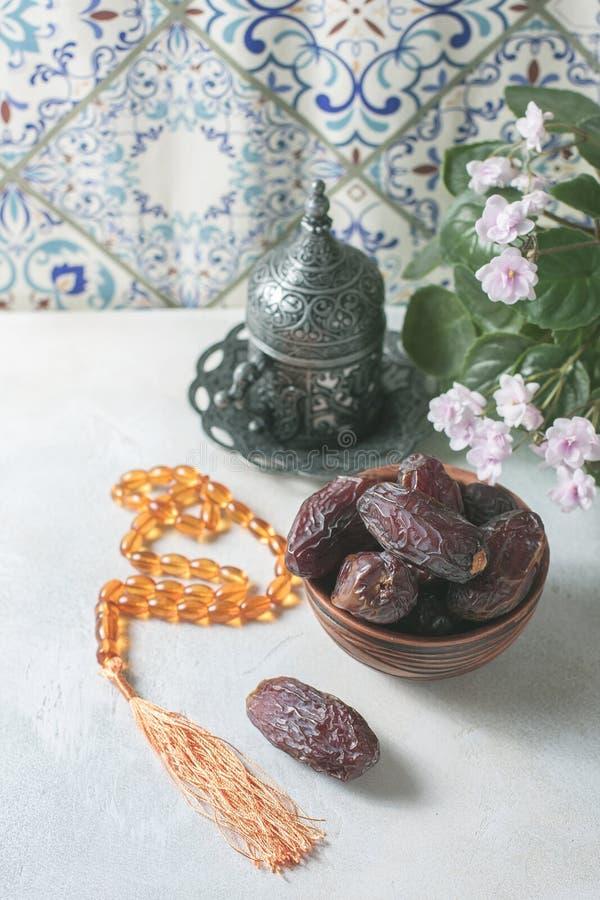 Fechas fruta y todavía del rosario vida imagenes de archivo