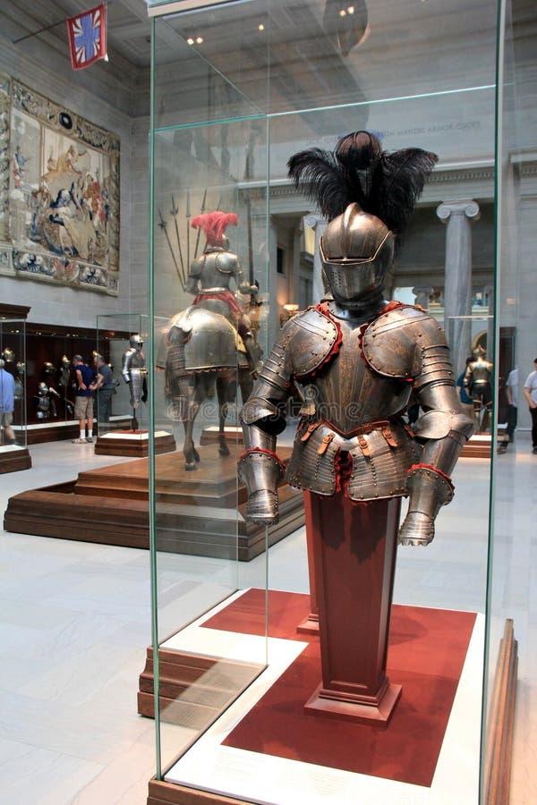 Feche acima da armadura nos casos de vidro, Cleveland Art Museum do cavaleiro, Ohio, 2016 imagens de stock