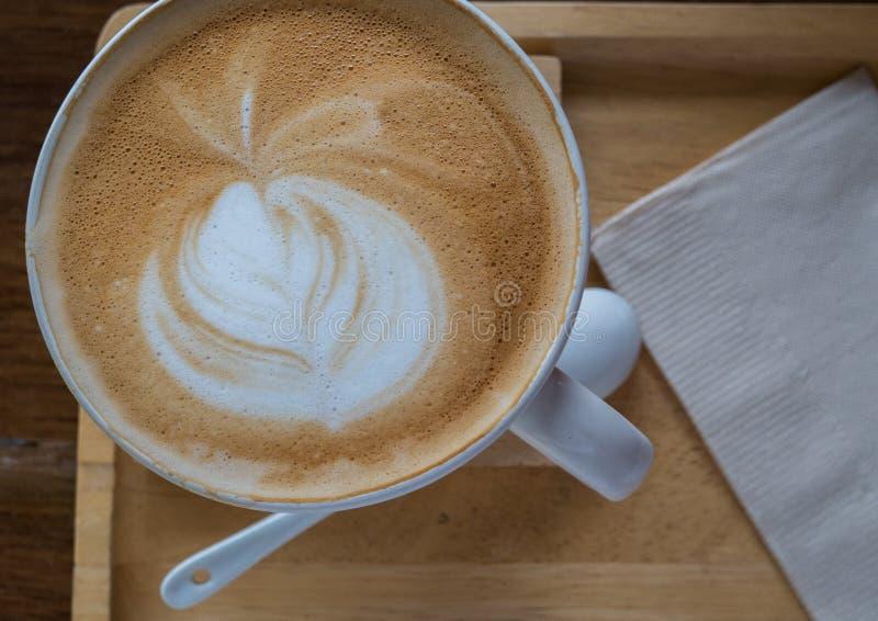 Feche acima da arte do latte do café imagem de stock royalty free