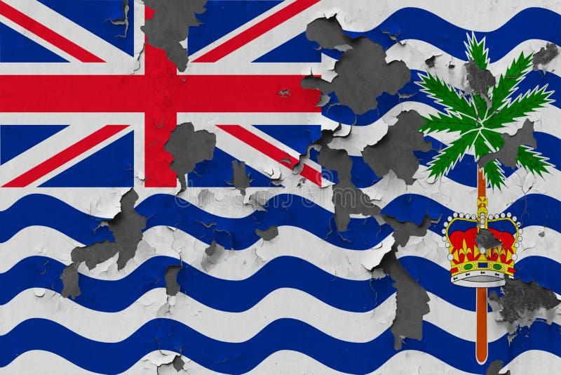 Feche acima da bandeira suja, danificada e resistida do Território Britânico do Oceano Índico na parede que descasca fora da pint fotos de stock