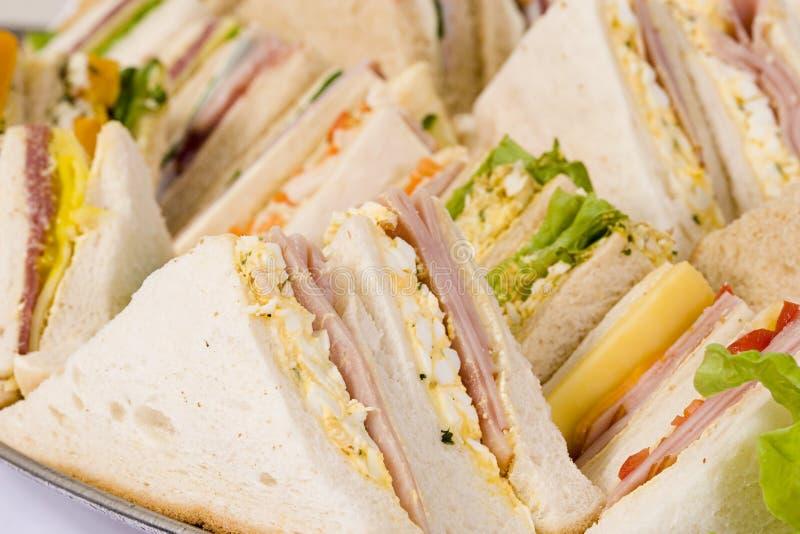 Feche acima da bandeja do sanduíche foto de stock