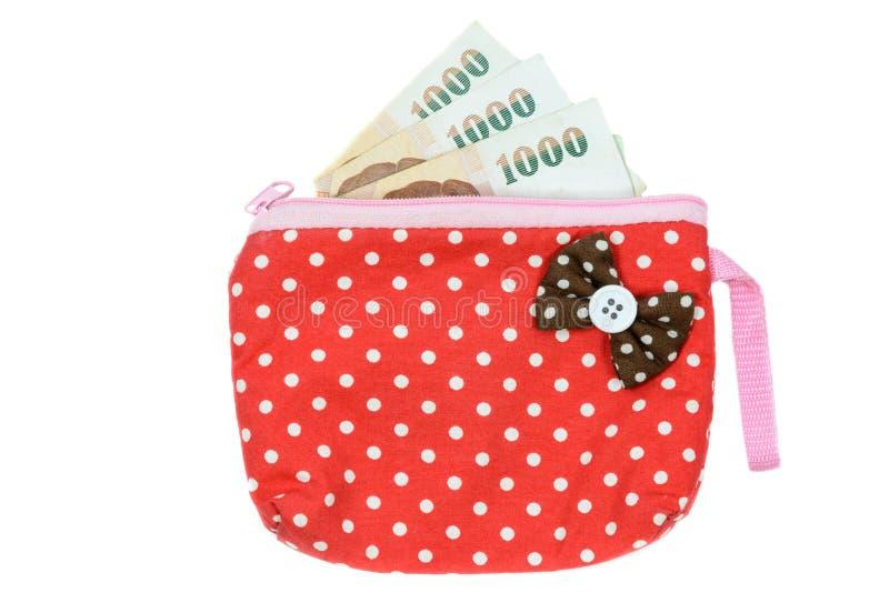 Feche acima da bolsa das mulheres coloridas com o dinheiro isolado no fundo branco fotos de stock