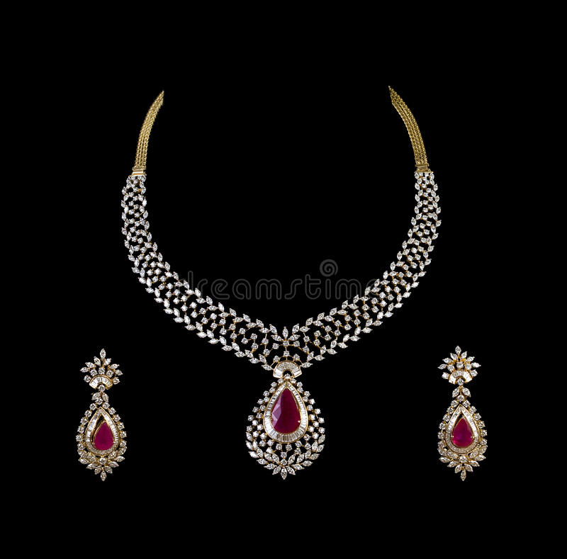 Feche acima da colar de diamante com anel de orelha do diamante fotos de stock