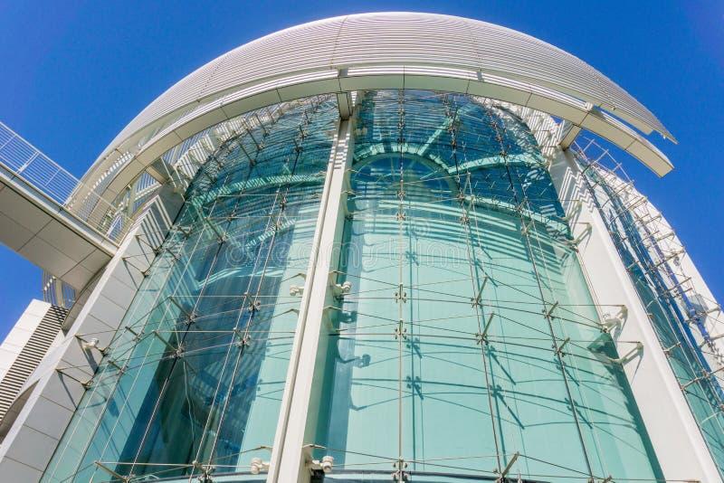 Feche acima da construção moderna da câmara municipal de San José em um dia ensolarado, Silicon Valley, Califórnia imagem de stock royalty free