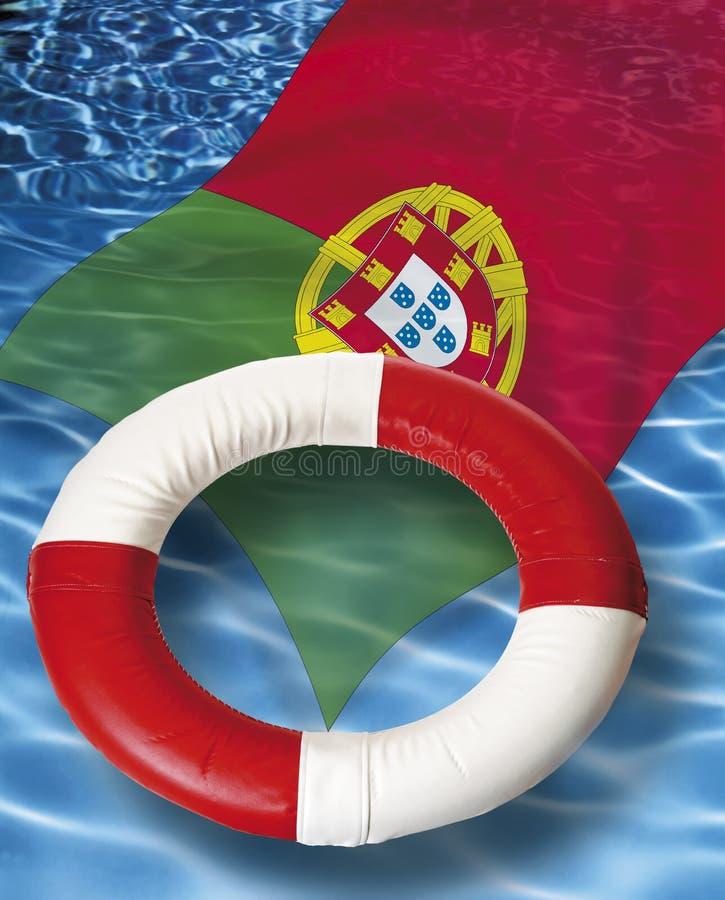 Feche acima da correia de vida com a bandeira portuguesa que flutua na água fotos de stock