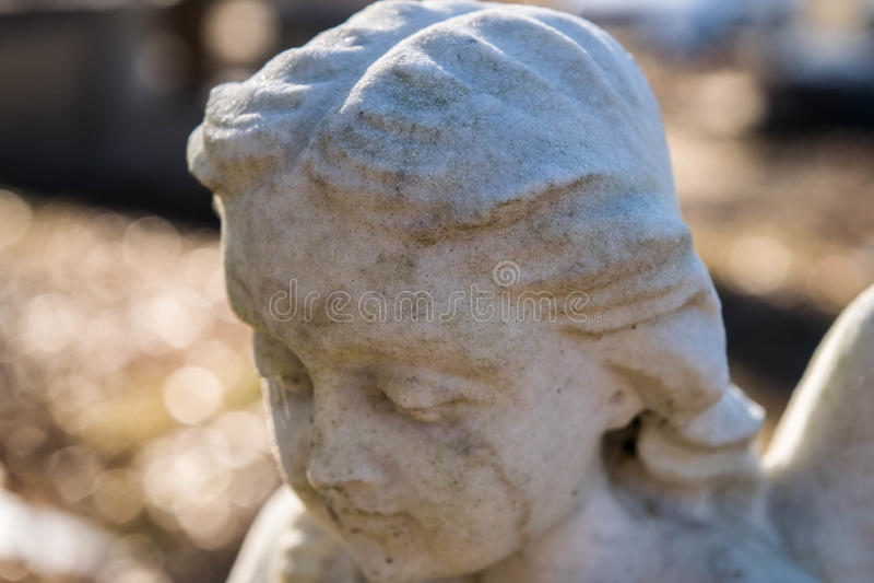 Feche acima da estátua de mármore do anjo imagem de stock