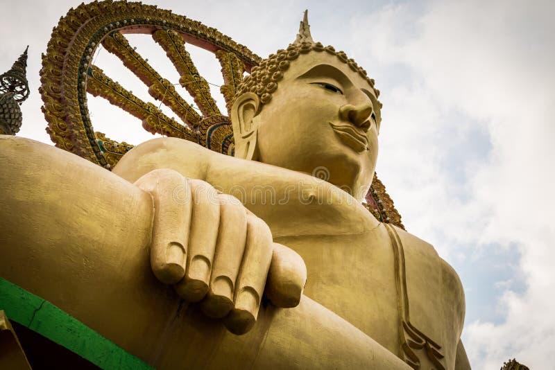 Feche acima da estátua grande de buddha no samui do koh, Tailândia imagem de stock