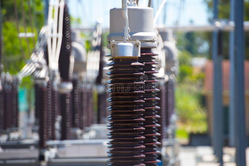 Feche acima da estação do transformador do central elétrica fotografia de stock royalty free