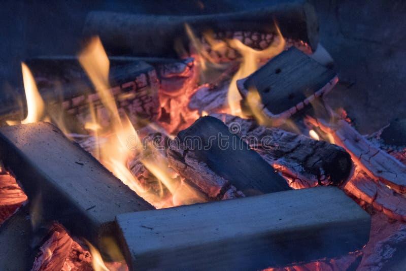 Feche acima da fogueira imagem de stock royalty free