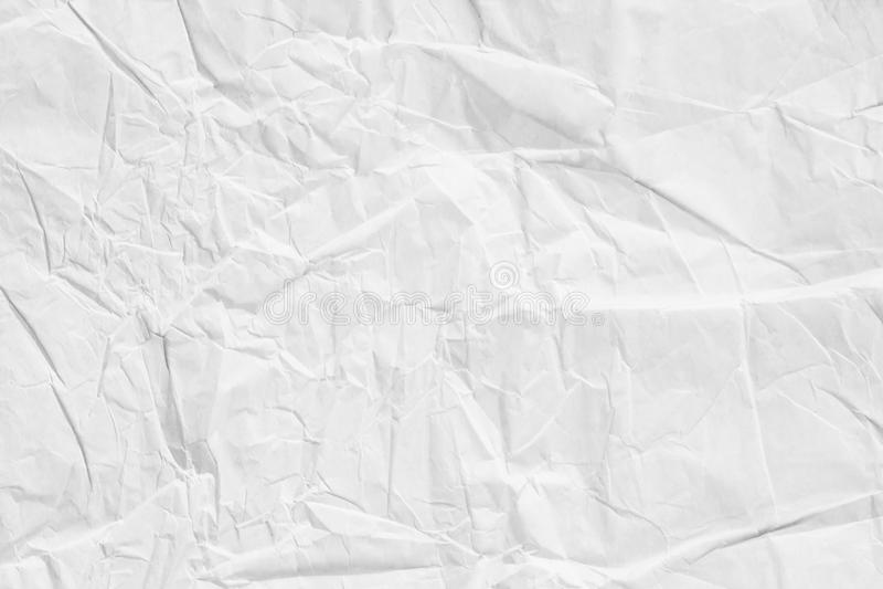 Feche acima da folha brilhante do papel da textura do enrugamento a luz tonificou a arte fotos de stock royalty free
