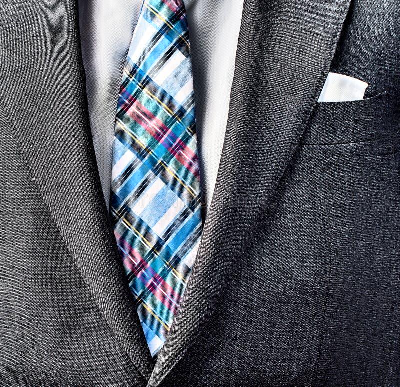 Feche acima da foto do terno e amarre foto de stock