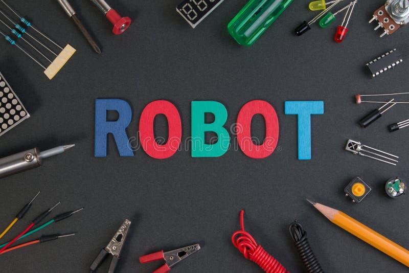 Feche acima da ideia de painéis de controlo consistir do jogo do robô, ferramentas fotos de stock royalty free
